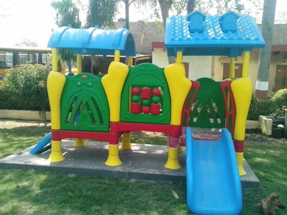 Playschool Playcentre in park