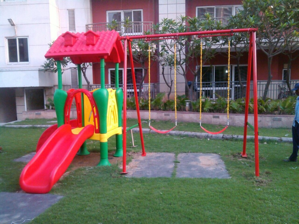 Outdoor Play Equipment with Swings for Pre Schools