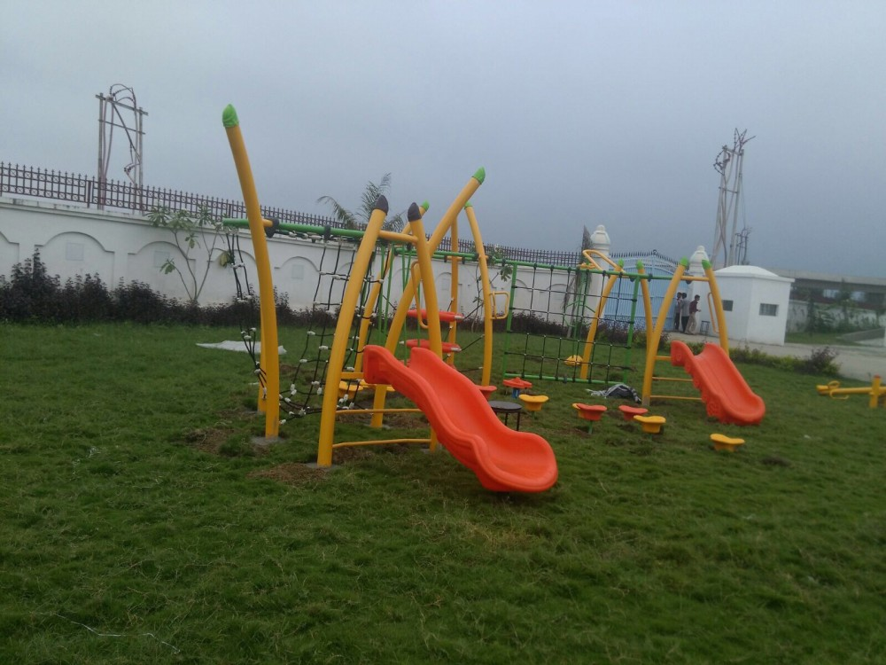 Scrambler Installation with multiple play equipments